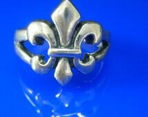 Vintage Fleur de lis RING sterling silver rennaissance medieval knight French flower estate jewelry knight shining armor Size 7 hallmark SP