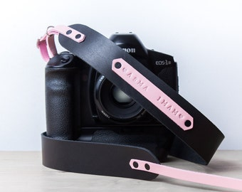 Personalized camera strap leather. Camera strap dslr. Camera strap Canon. Camera strap monogram. DSLR strap. Black with light pink. Custom.
