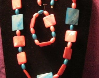 SHADES of PINK and BLUE Mother of Pearl Beaded Jewelry Set