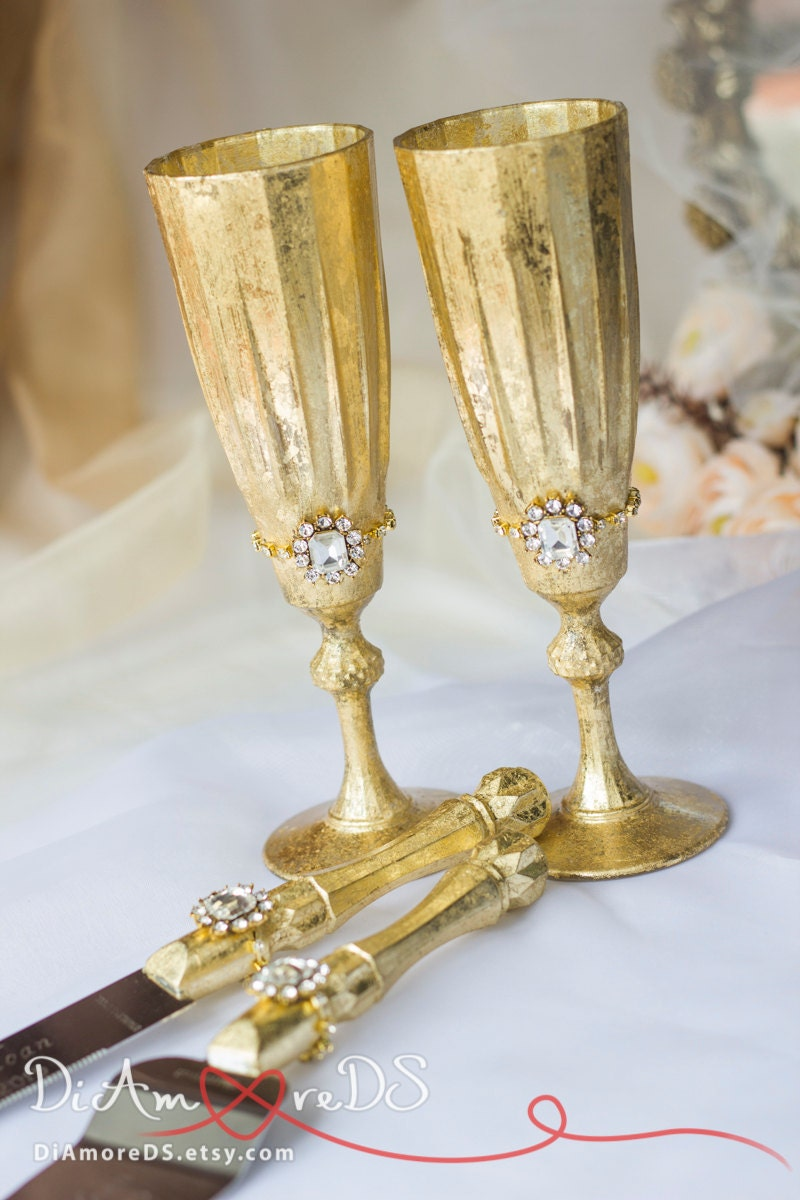 gold queen wedding set personalized toasting flutes set