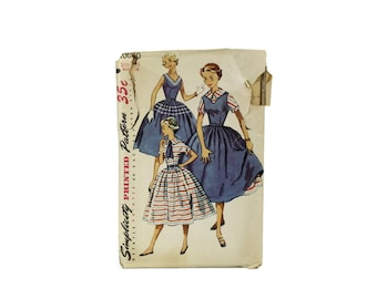 1955 Simplicity Dress Pattern / Juniors size 10 28 Bust Fit and Flare Dress Jumper / 1060 Vintage 50s Pattern XS