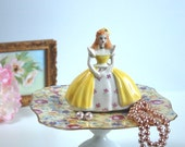 BELLAMY Jewelry Pedestal, Girl Figurine with Yellow Dress and Hat, Jewelry Dish, English Chintz Floral Vanity Organizer, Vintage Rose