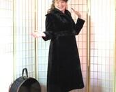 Vintage Edwardian 1918 Coat . Silk Seal Plush . Printzess DISTINCTION in Dress Label . Sateen Lining . Excellent Condition . Downton Abbey