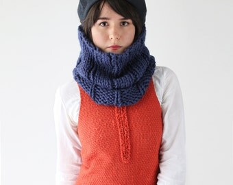 Knit Circle Scarf -  Chunky Ribbed Knitted Cowl Scarf - Winter Warmer in Navy   The Neso Cowl  