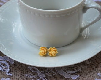 Cream Flower Earrings – Cream Rose Earrings - Flower Earrings - Resin Flower Earrings - Cream Flower Stud Earrings - Cream Rosette Earrings