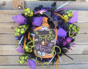 "18"" Tick Or Treat Wreath Halloween Wreath Candy Corn Wreath Orange Black Purple Wreath Halloween Door Decor Spider Wreath Skull Wreath"