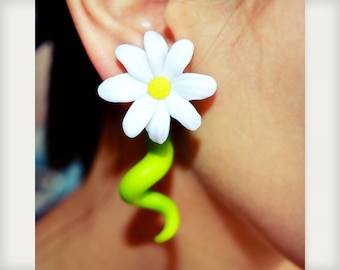 Daisy Earrings, Ear Gauges, Flower Earrings for Stretched Lobes, Daisy Ear Plugs, Daisy Plugs in 6g 5g 4g 3g 2g 1g 0g 00g