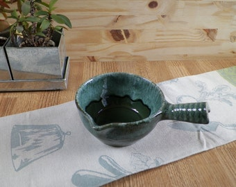Green gravy boat or sauceboat St Clément with handle | Tableware Made in France 1970