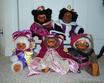 RAIKES Bears ROYAL family-Queen Mary-King William-Maid Marion- Joker/Jester-Robin Hood- Wood Face And Feet Fur body-christmas gift