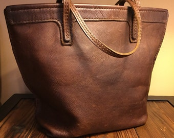 Leather tote bag - A bag for all seasons