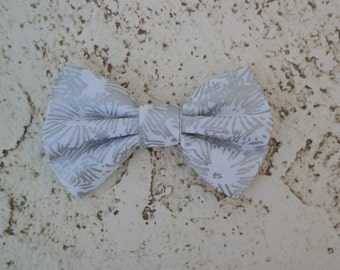 Clip on bowtie, silver and white