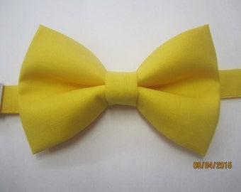 Yellow sunflower bow tie, Men yellow bow tie, boy yellow bow tie, yellow cotton bow tie. wedding bow tie, custom bow tie, yellow bow tie