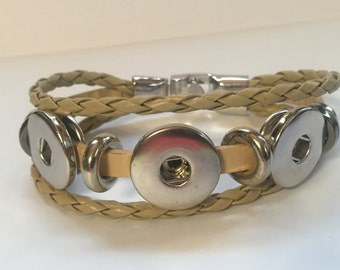 Snappy Chicks 3 Snap, 3 Strand Bracelet in Taupe