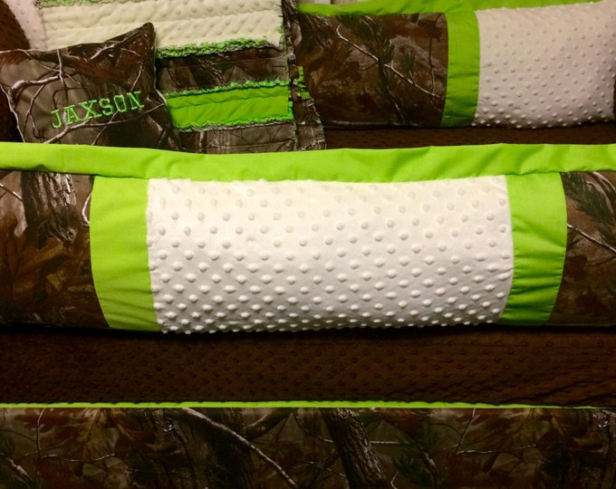 Custom baby bedding-Real tree Camo and lime green 5 pc crib set with rag quilt