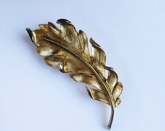 c1960 Beautifully Detailed Feather Brooch
