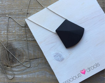 New Precious Drools Simple, Sweet & Stylish Silicone Teething Necklace on Silver Ball Chain With Black Pendant Sensory Tool Breastfeeding