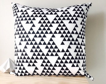 """Black White Triangle Cushion Cover 