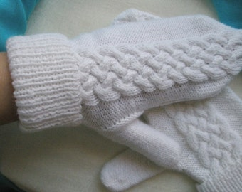 Hand Knitted Mittens / White (Size M-L)