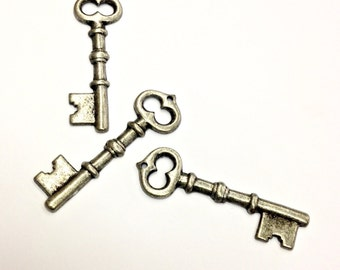 4 Pieces Skeleton Key Pendants, Antique Silver Plated Steel, Large Vintage, 43x13mm