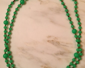 Vintage jade green flapper beaded necklace