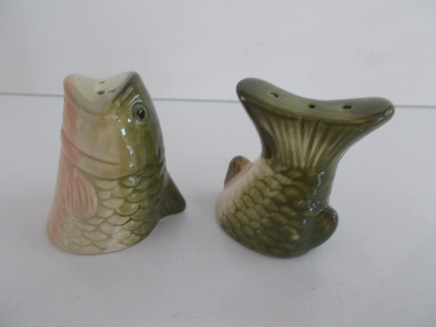 vintage fish salt and pepper shakers by backintimetrinkets