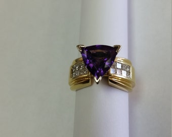 18k  Yellow Gold Amethyst And Diamond Ring Size 7.