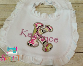 Personalized ruffle baby girl bib, embroidered baby girl bib, personalized baby bib, newborn baby bib, baby shower gift