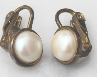 Single Pearl Earrings, Lever Back