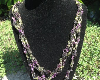 Ladder Yarn Necklace (Grapevine)