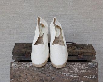 Off white espadrilles / vintage canvas espadrilles / Wedge espadrilles / Summer canvas shoes / Beach shoes / Andre Assous espadrilles