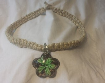 hemp choker/necklace with flowered glass pendant