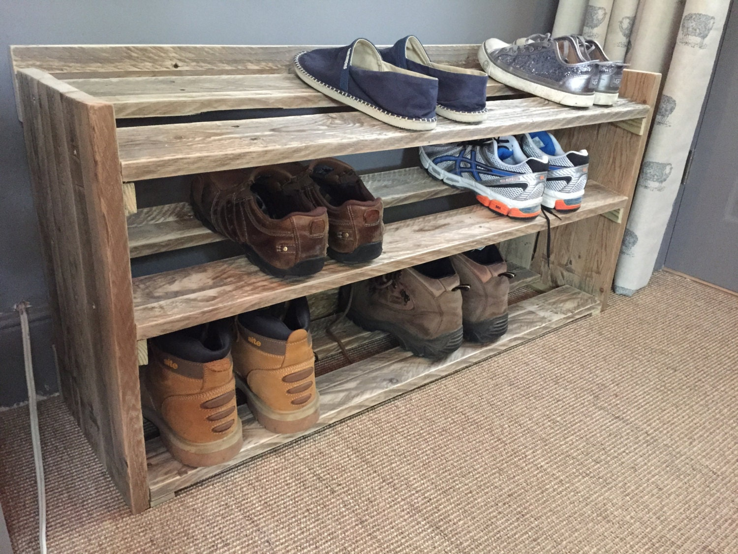 handmade reclaimed pallet wood shoe rack. Black Bedroom Furniture Sets. Home Design Ideas