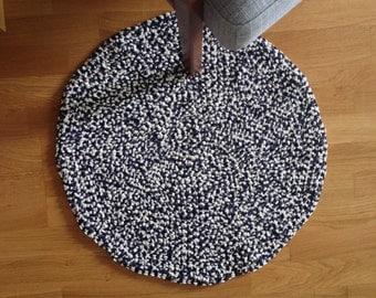 Hook rug