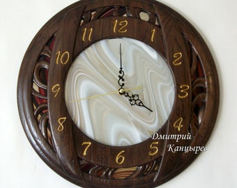 Round wooden wall clock carved original design, fashionable decoration