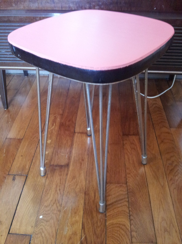 Tabouret rose pieds design haute juice - Tabouret haut vintage ...
