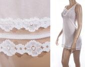 Really petite fitting ivory white sheer nylon and delicate lace bodice detail 70's vintage short mini slip petticoat underskirt - S031
