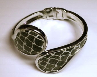 Faux Snake Skin Jewelry, Vintage Silver Tone Metal Bracelet with Hinge, Silver Snake Skin Bracelet, 1970s Costume Jewelry