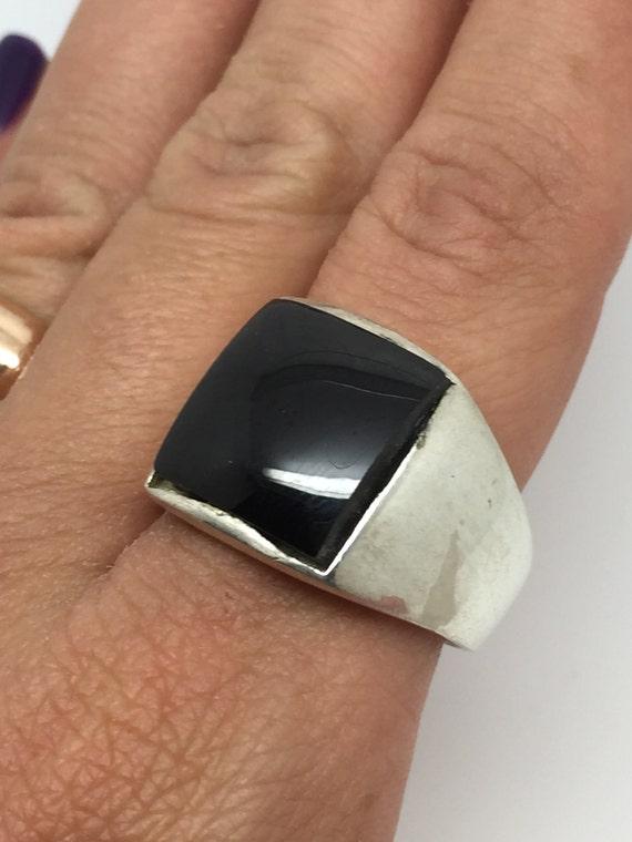 bague argent homme avec pierre d 39 onyx noir anneau. Black Bedroom Furniture Sets. Home Design Ideas