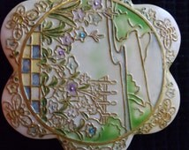 Vintage Musical Trinket/Jewelry Box, Roman Inc. Music Box, Enameled Musical Trinket Box, Ivory & Gold, Floral, Working Condition, Felt lined