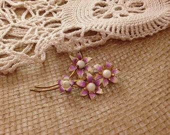 Costume Jewelry Pin with Four Lavender and White Four Flowers