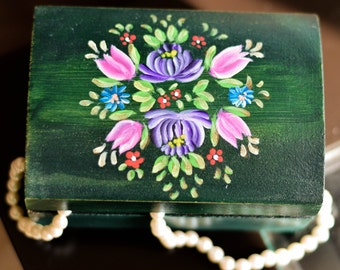 Small wood chest - Home decor - Jewelry box