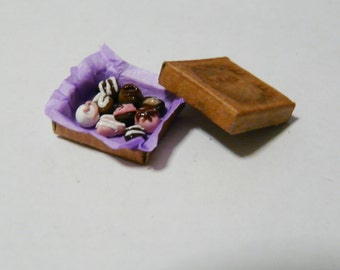 1:12 Miniature Box of Chocolates Set of 9 Pieces Boxed Valentine Candy Dollhouse Food Lollies Sweets Sweetshop Lollyshop Mini Shop Toffees