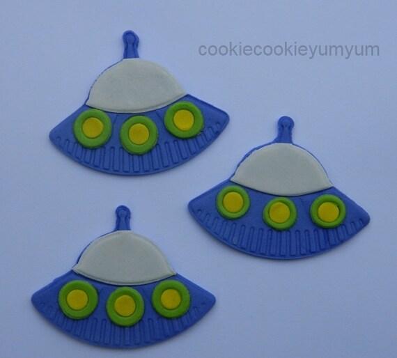 12 edible alien ufo spaceship alien icing cake decoration for Alien decoration