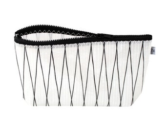 """Wind in Mind sailcloth toiletry bag """"Breeze black and white"""""""