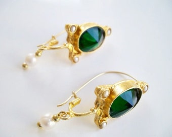 Green Quartz and Pearl Earring