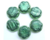 6 Vintage flower buttons green plastic, beautiful buttons-choose size