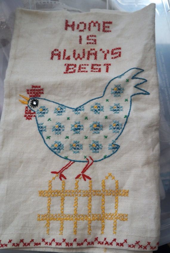 Adorable Vintage Kitchen Towel with Chicken