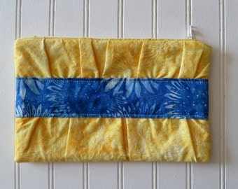 Gathered Clutch (Zip Bag) - Dragonflies & Sunflowers