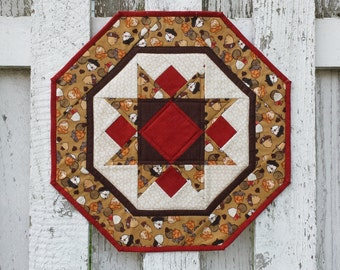 Quilted Star Table Topper - Acorns (TGTTR)