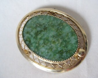 Green Stone Gold Filigree Brooch Vintage Pin Oval Cab Sarah Coventry